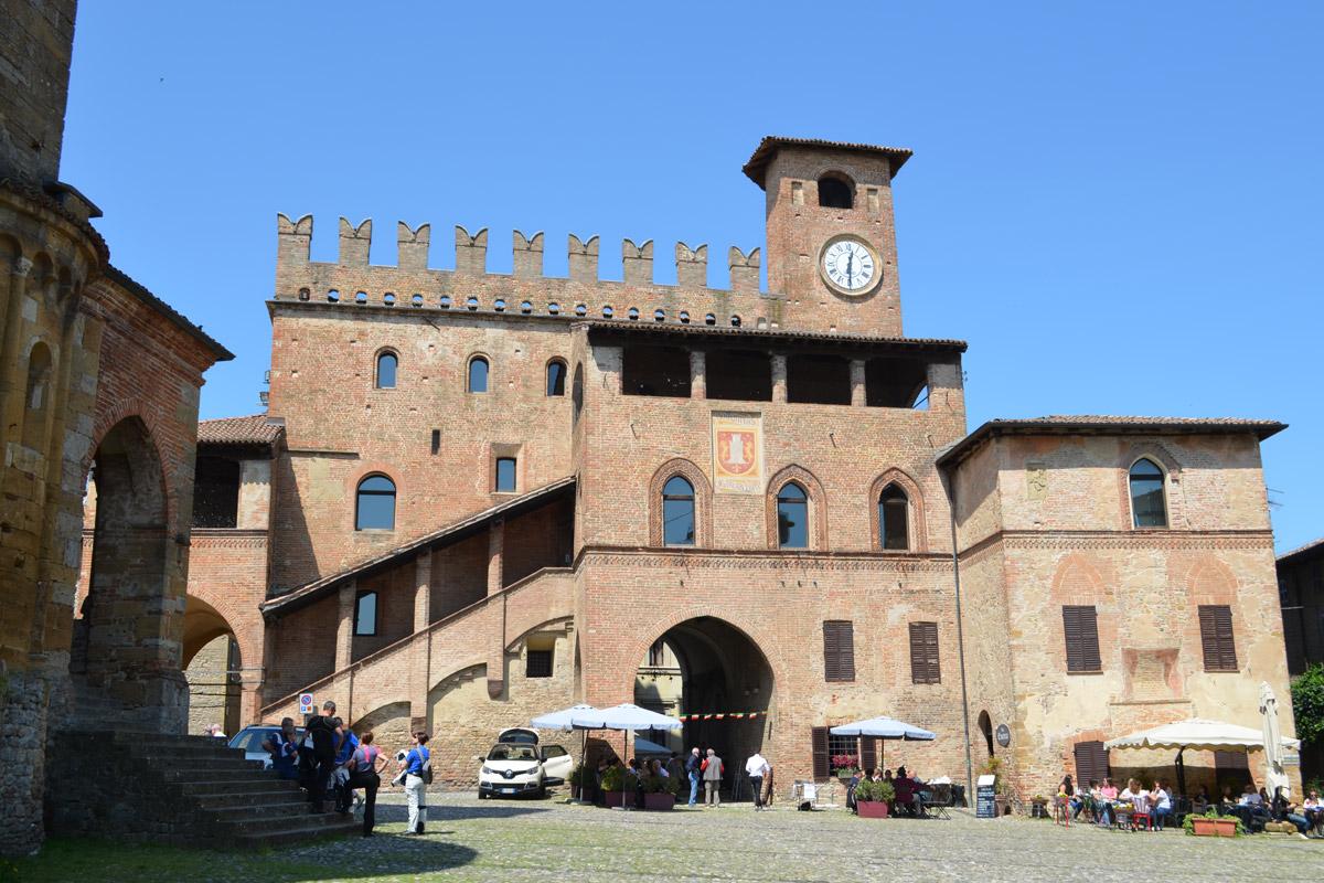 Italy: Castell'Arquato